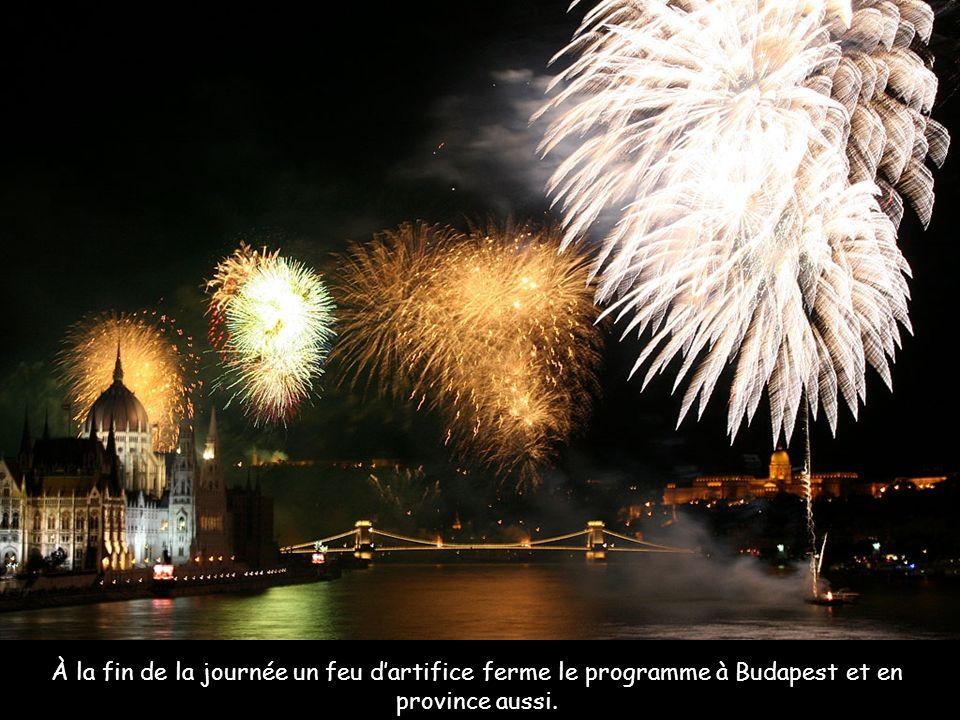 À la fin de la journée un feu d'artifice ferme le programme à Budapest et en