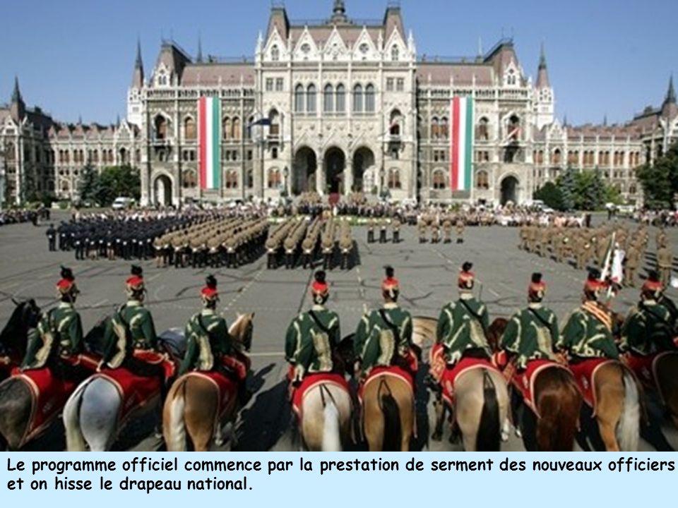 Le programme officiel commence par la prestation de serment des nouveaux officiers