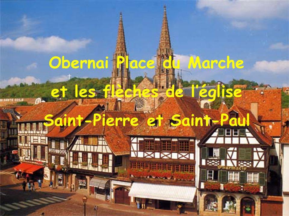 Obernai Place du Marche et les flèches de l'église