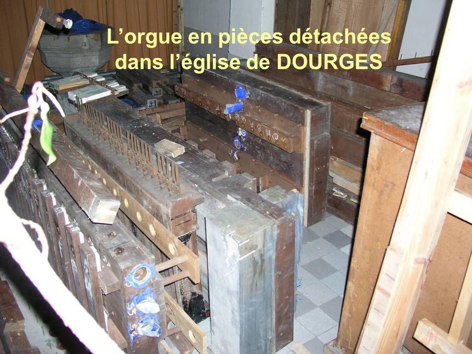 L'orgue en pièces détachées dans l'église de DOURGES