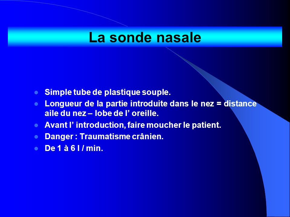 La sonde nasale Simple tube de plastique souple.
