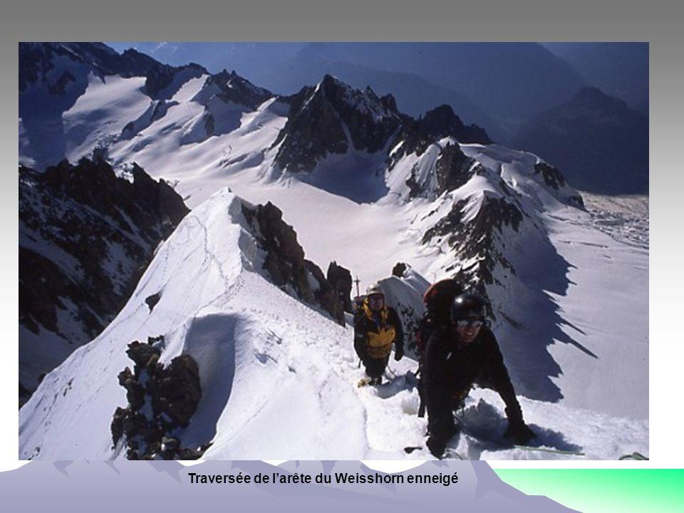 Traversée de l'arête du Weisshorn enneigé