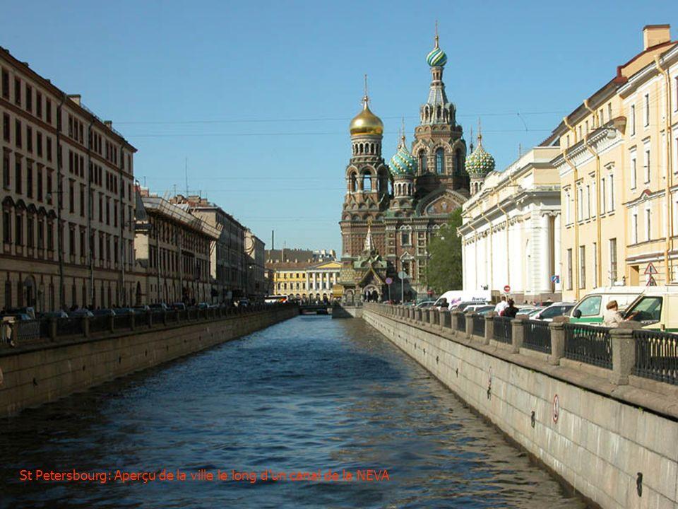 St Petersbourg: Aperçu de la ville le long d'un canal de la NEVA