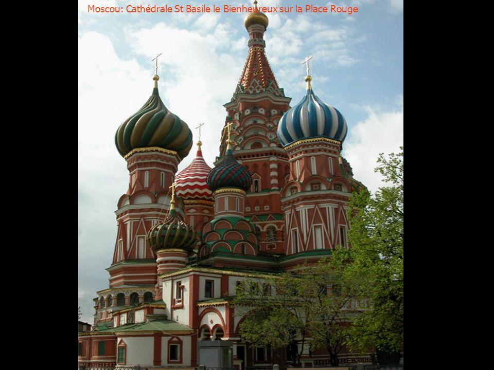 Moscou: Cathédrale St Basile le Bienheureux sur la Place Rouge
