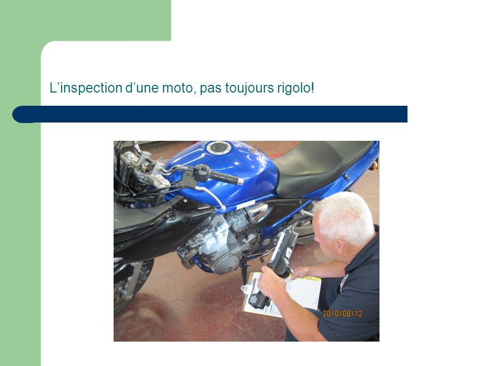 L'inspection d'une moto, pas toujours rigolo!