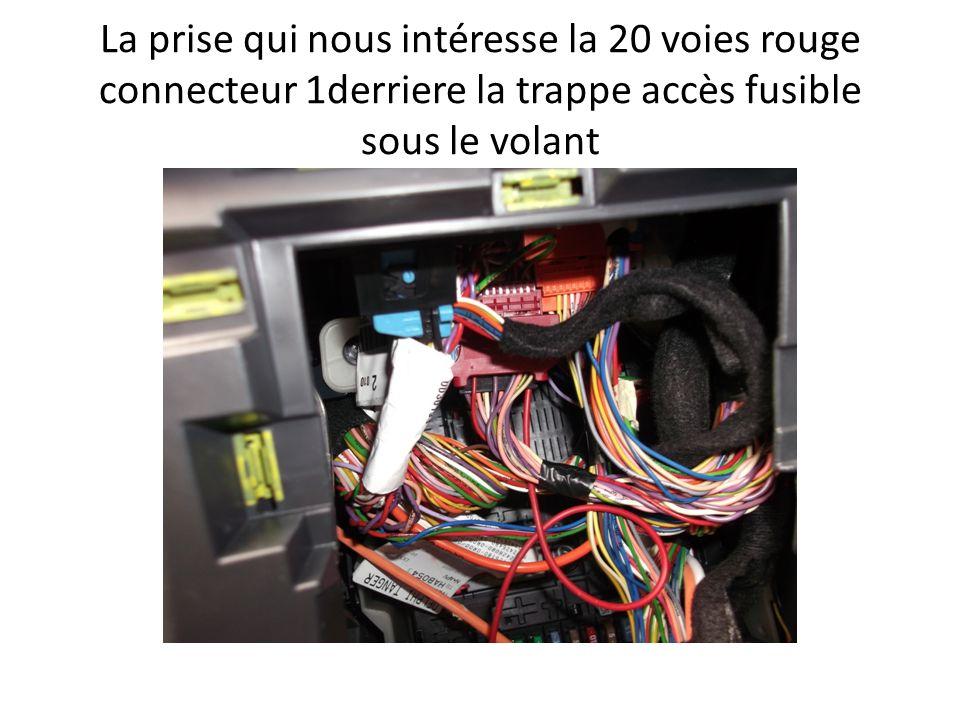 La prise qui nous intéresse la 20 voies rouge connecteur 1derriere la trappe accès fusible sous le volant