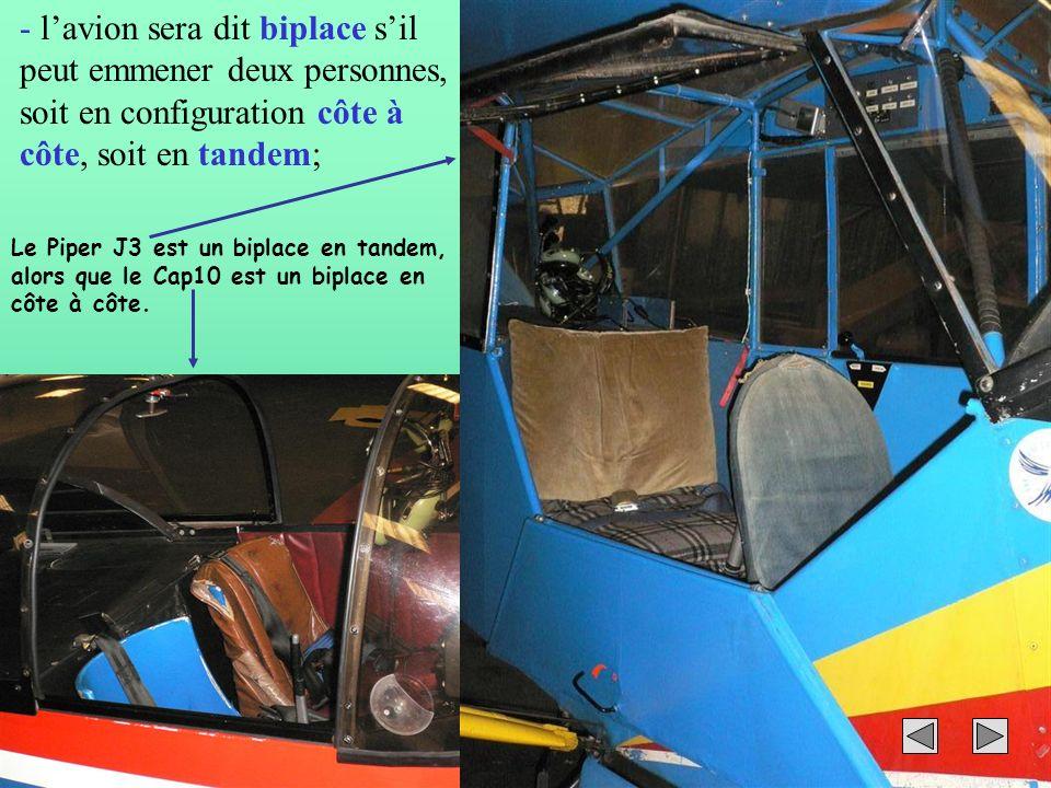 l'avion sera dit biplace s'il peut emmener deux personnes, soit en configuration côte à côte, soit en tandem;