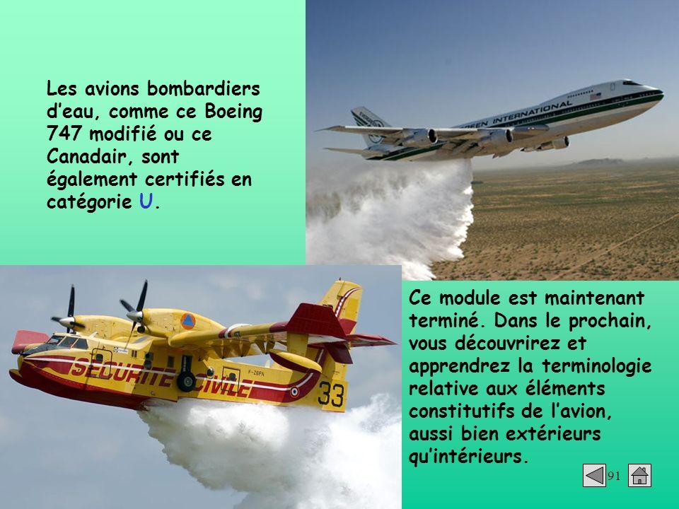 Les avions bombardiers d'eau, comme ce Boeing 747 modifié ou ce Canadair, sont également certifiés en catégorie U.