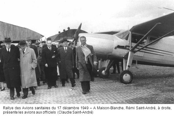 Rallye des Avions sanitaires du 17 décembre 1949 – A Maison-Blanche, Rémi Saint-André, à droite, présente les avions aux officiels (Claudie Saint-André)