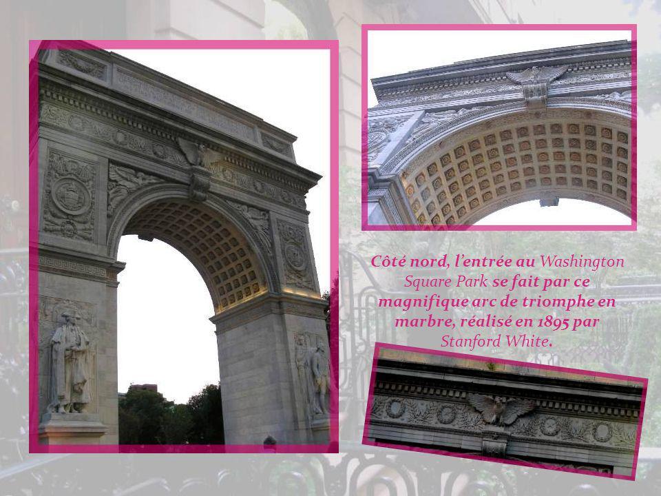 Côté nord, l'entrée au Washington Square Park se fait par ce magnifique arc de triomphe en marbre, réalisé en 1895 par Stanford White.