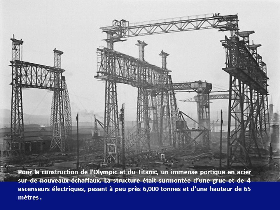 Pour la construction de l'Olympic et du Titanic, un immense portique en acier sur de nouveaux échaffaux.