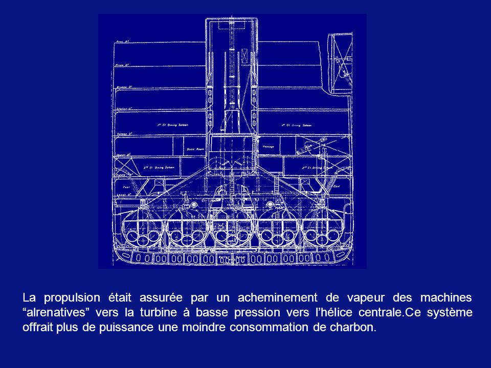 La propulsion était assurée par un acheminement de vapeur des machines alrenatives vers la turbine à basse pression vers l'hélice centrale.Ce système offrait plus de puissance une moindre consommation de charbon.
