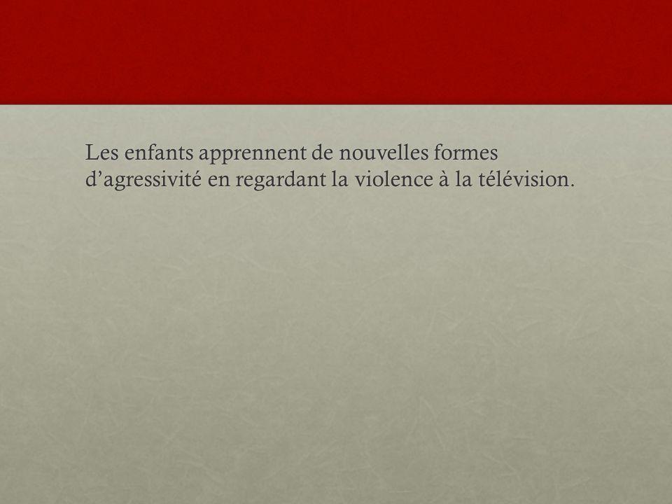 Les enfants apprennent de nouvelles formes d'agressivité en regardant la violence à la télévision.