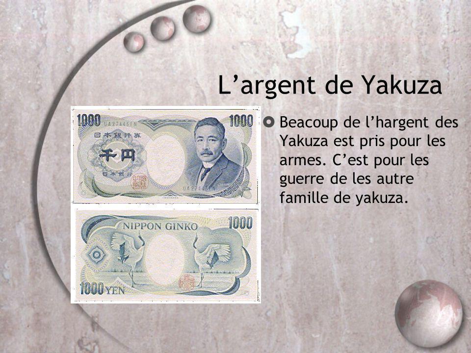 L'argent de Yakuza Beacoup de l'hargent des Yakuza est pris pour les armes.