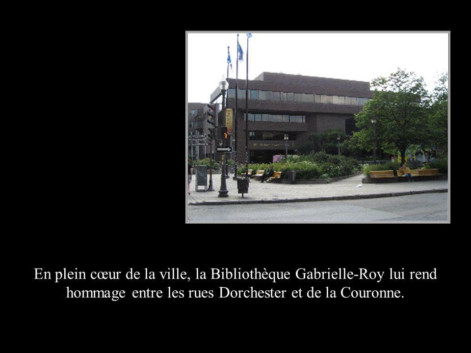 En plein cœur de la ville, la Bibliothèque Gabrielle-Roy lui rend hommage entre les rues Dorchester et de la Couronne.