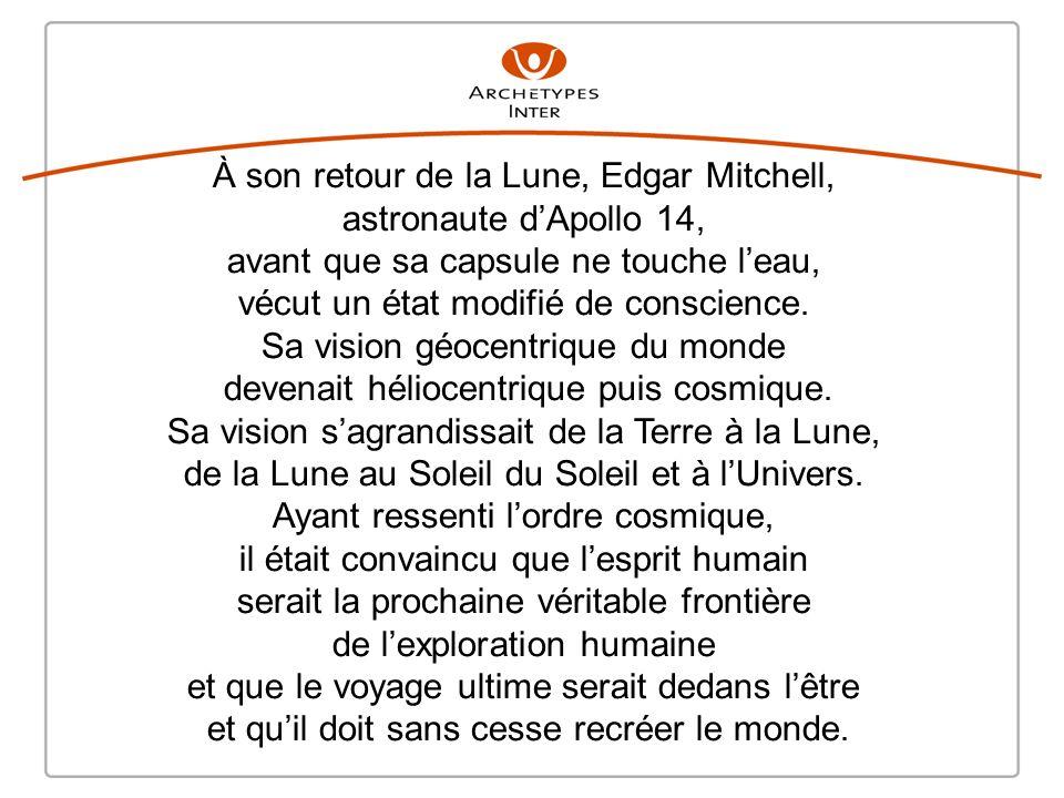 À son retour de la Lune, Edgar Mitchell, astronaute d'Apollo 14,
