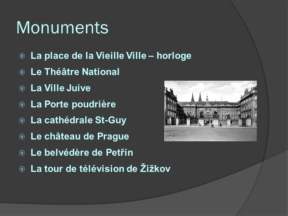 Monuments La place de la Vieille Ville – horloge Le Théâtre National
