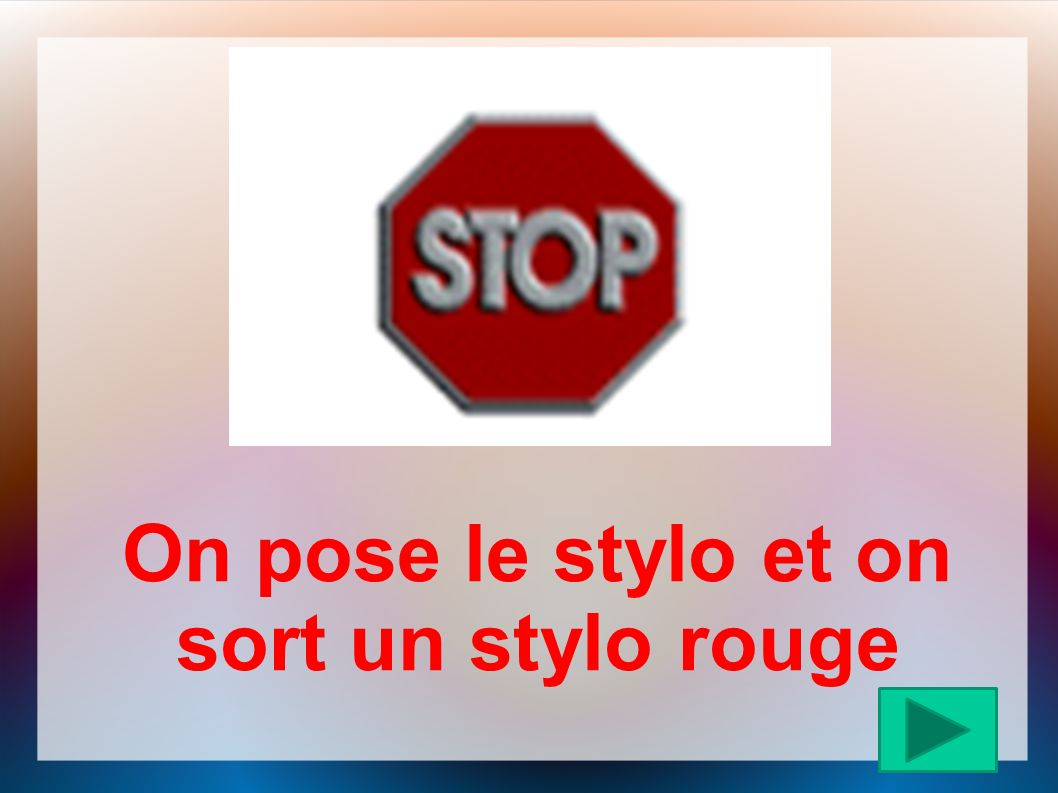 On pose le stylo et on sort un stylo rouge