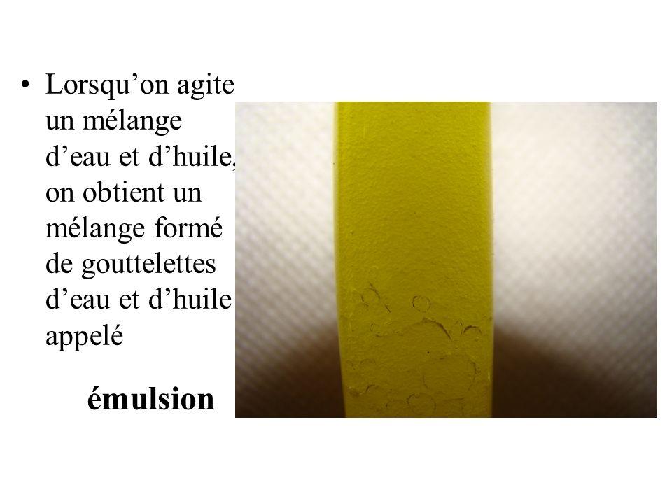 Lorsqu'on agite un mélange d'eau et d'huile, on obtient un mélange formé de gouttelettes d'eau et d'huile appelé
