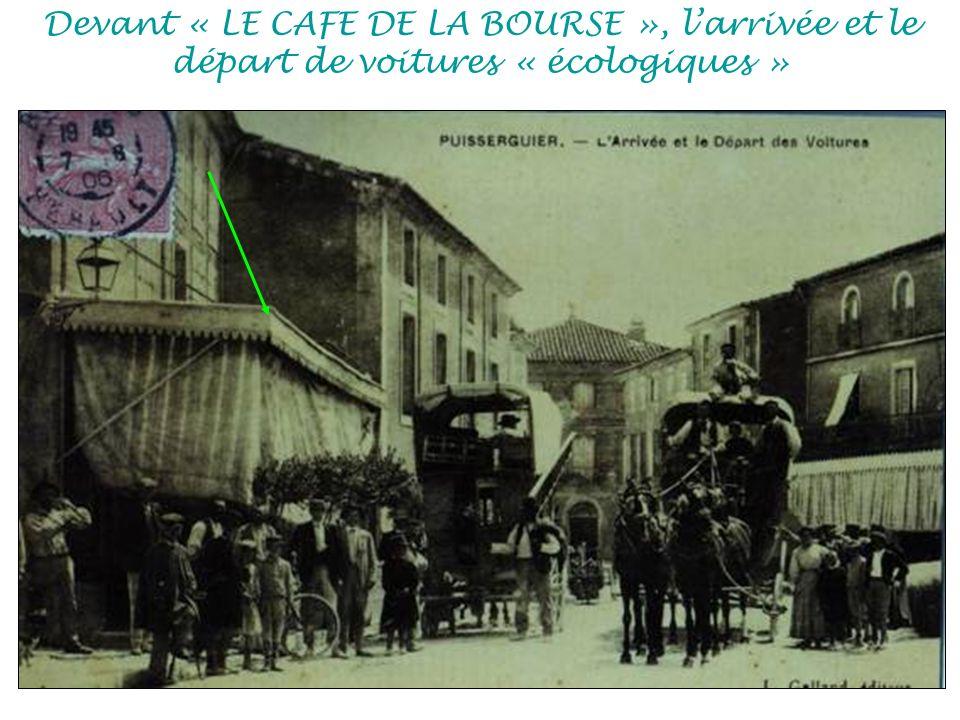 Devant « LE CAFE DE LA BOURSE », l'arrivée et le départ de voitures « écologiques »