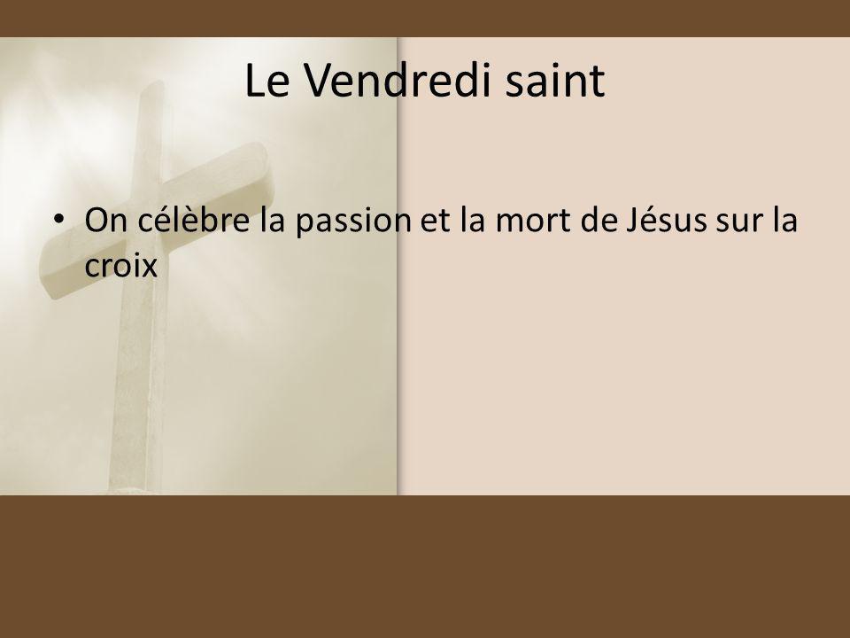 Le Vendredi saint On célèbre la passion et la mort de Jésus sur la croix