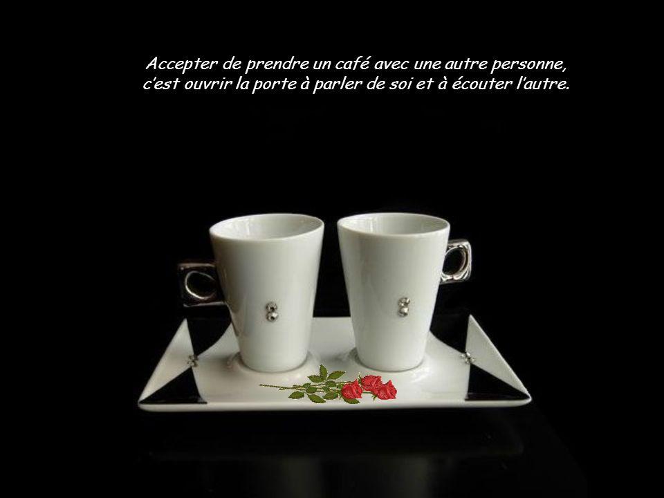 Accepter de prendre un café avec une autre personne, c'est ouvrir la porte à parler de soi et à écouter l'autre.