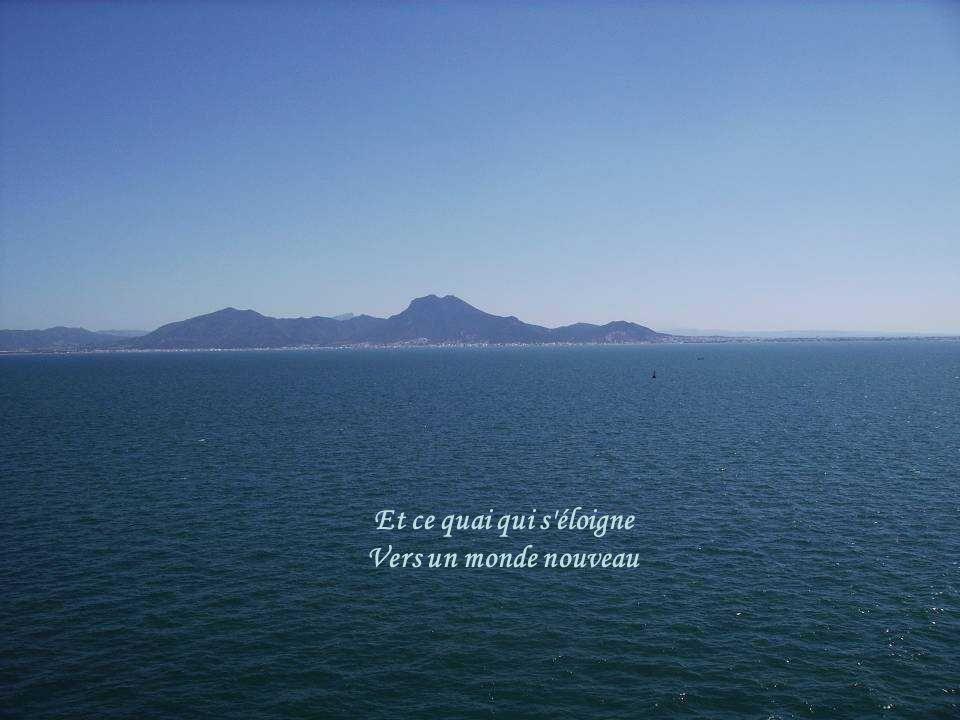 Tes souvenirs se voilent À l avant du bateau
