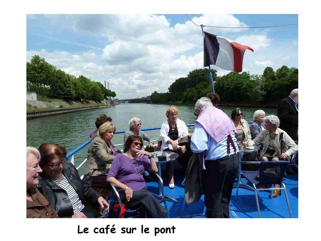 Le café sur le pont