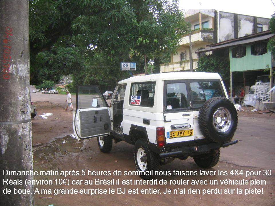 Dimanche matin après 5 heures de sommeil nous faisons laver les 4X4 pour 30 Réals (environ 10€) car au Brésil il est interdit de rouler avec un véhicule plein de boue.