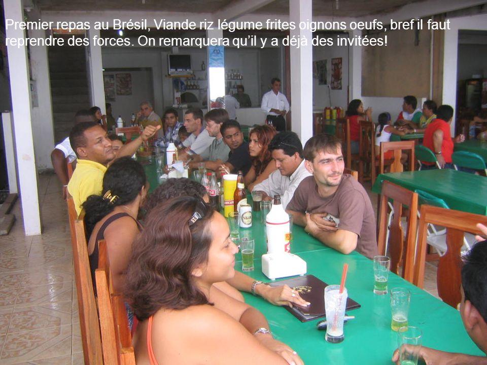 Premier repas au Brésil, Viande riz légume frites oignons oeufs, bref il faut reprendre des forces.