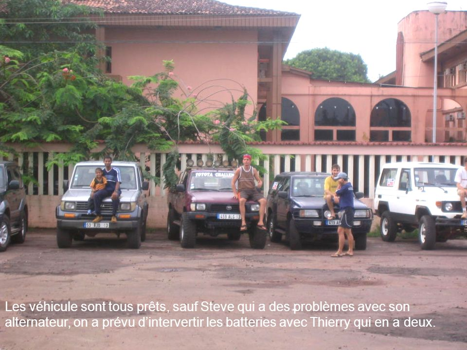 Les véhicule sont tous prêts, sauf Steve qui a des problèmes avec son alternateur, on a prévu d'intervertir les batteries avec Thierry qui en a deux.