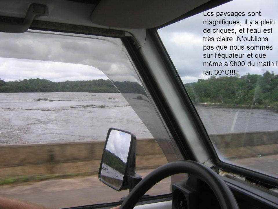 Les paysages sont magnifiques, il y a plein de criques, et l'eau est très claire.