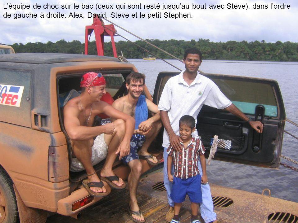 L'équipe de choc sur le bac (ceux qui sont resté jusqu'au bout avec Steve), dans l'ordre de gauche à droite: Alex, David, Steve et le petit Stephen.
