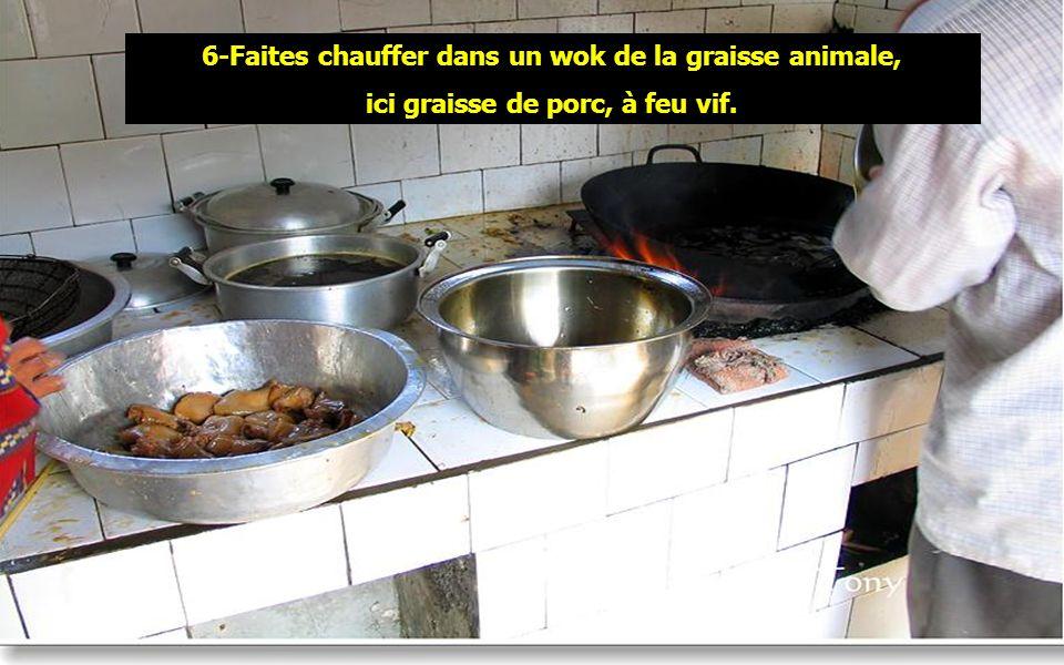 6-Faites chauffer dans un wok de la graisse animale,