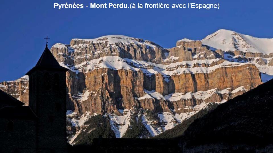 Pyrénées - Mont Perdu.(à la frontière avec l'Espagne)