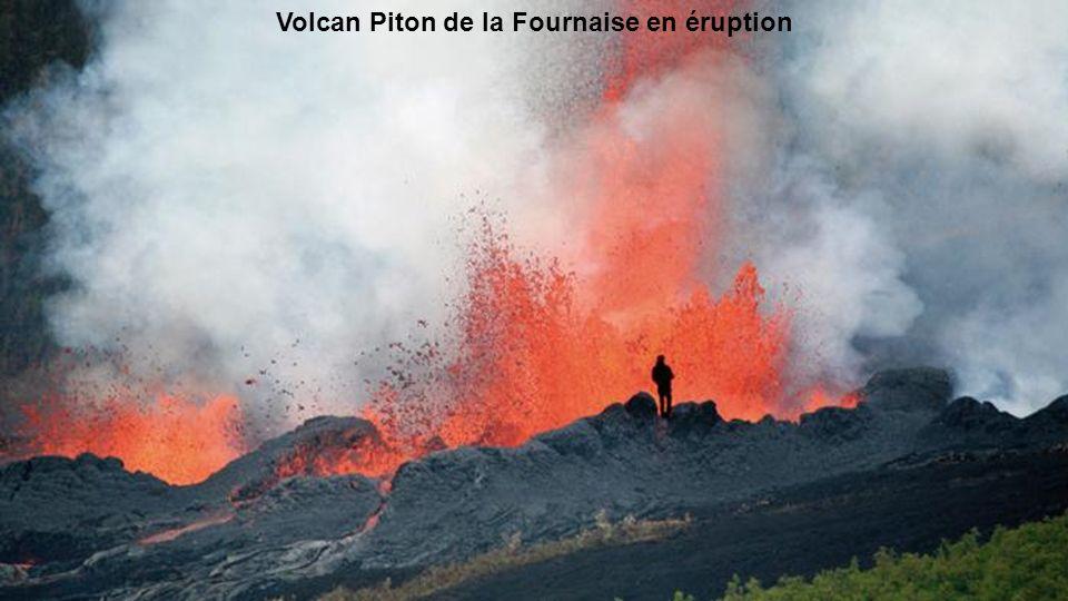 Volcan Piton de la Fournaise en éruption