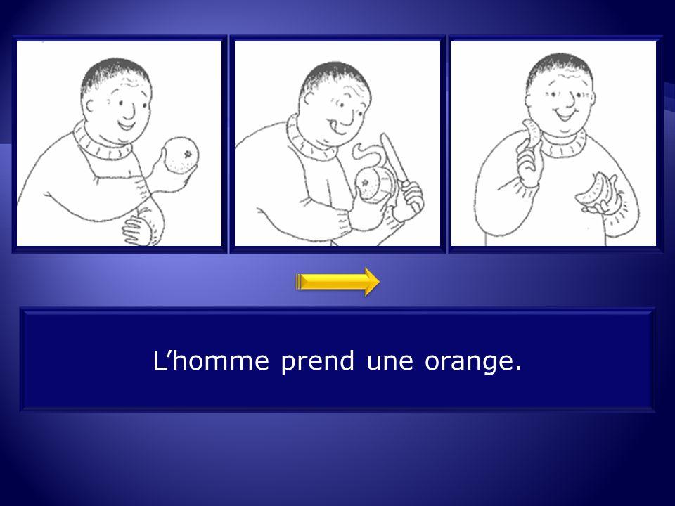 L'homme prend une orange.