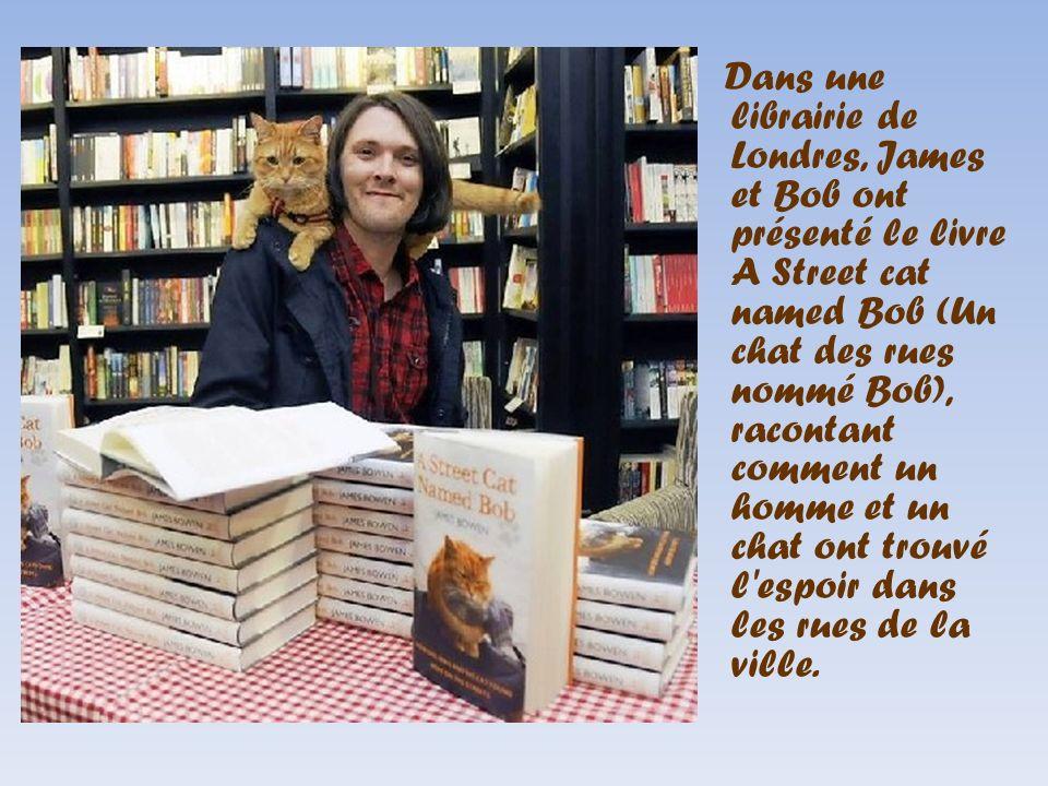 Dans une librairie de Londres, James et Bob ont présenté le livre A Street cat named Bob (Un chat des rues nommé Bob), racontant comment un homme et un chat ont trouvé l espoir dans les rues de la ville.