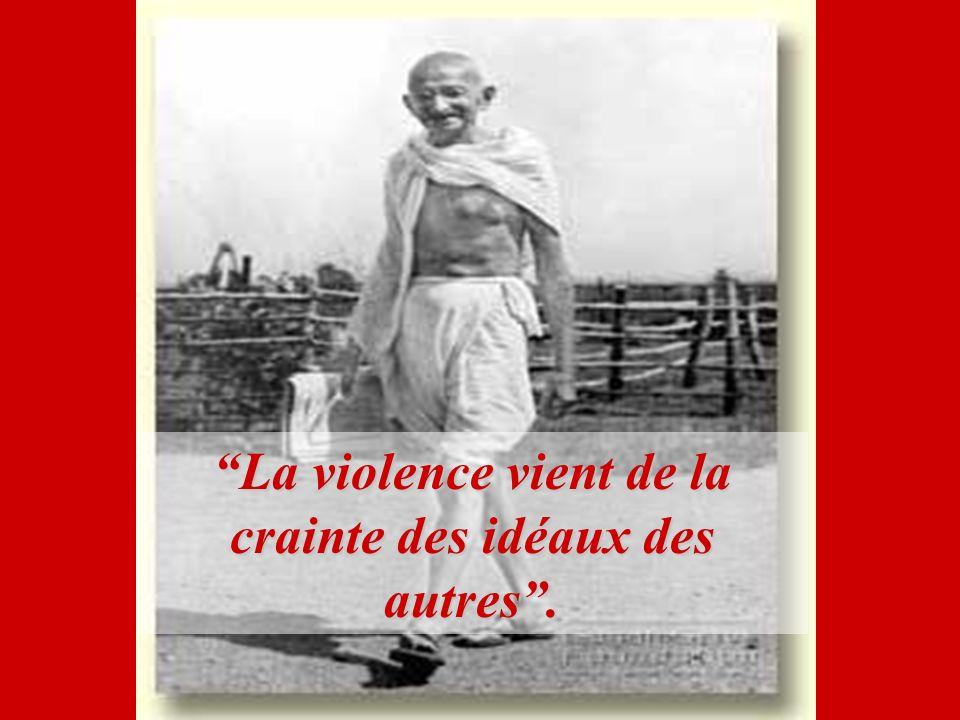 La violence vient de la crainte des idéaux des autres .