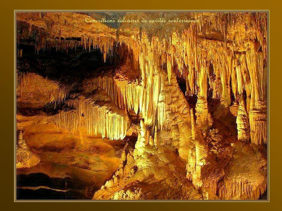 Concrétions calcaires de cavités souterraines