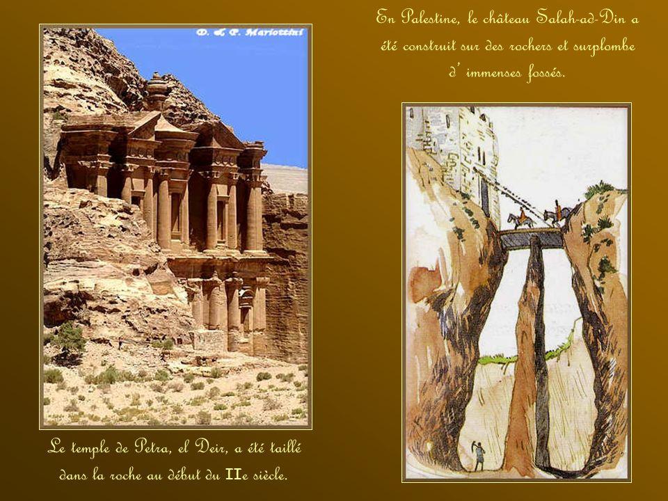 En Palestine, le château Salah-ad-Din a été construit sur des rochers et surplombe d' immenses fossés.