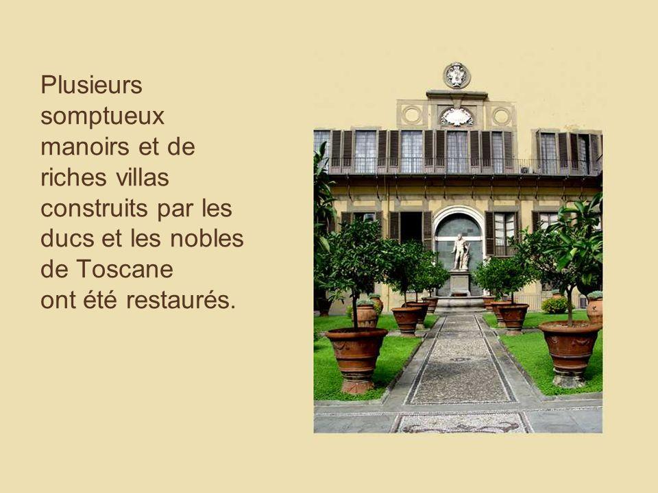 Plusieurs somptueux manoirs et de riches villas construits par les ducs et les nobles de Toscane ont été restaurés.