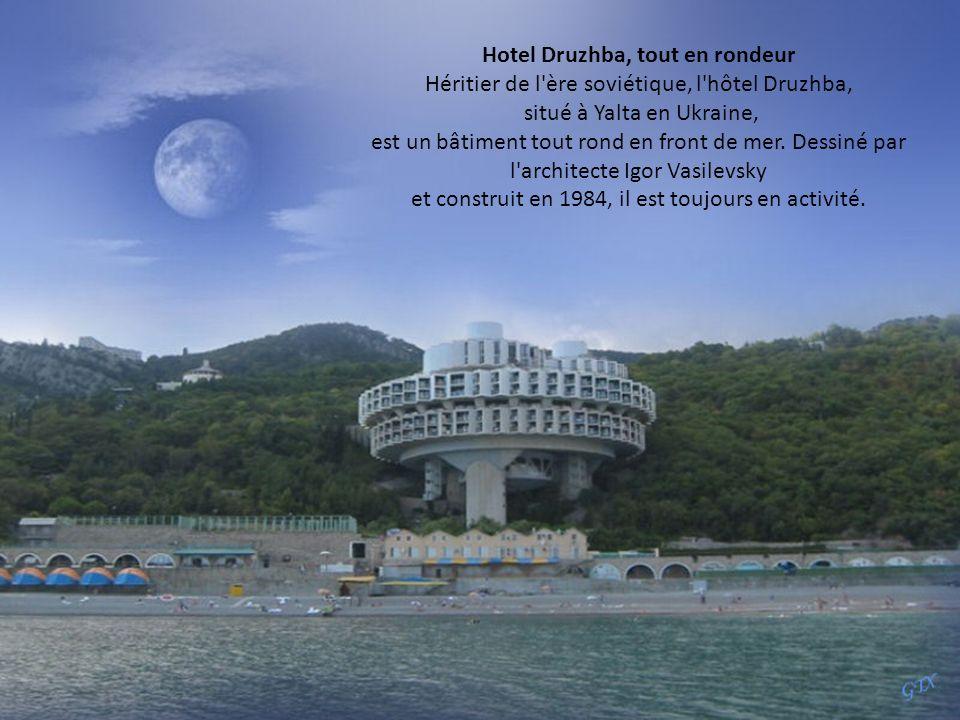 Hotel Druzhba, tout en rondeur