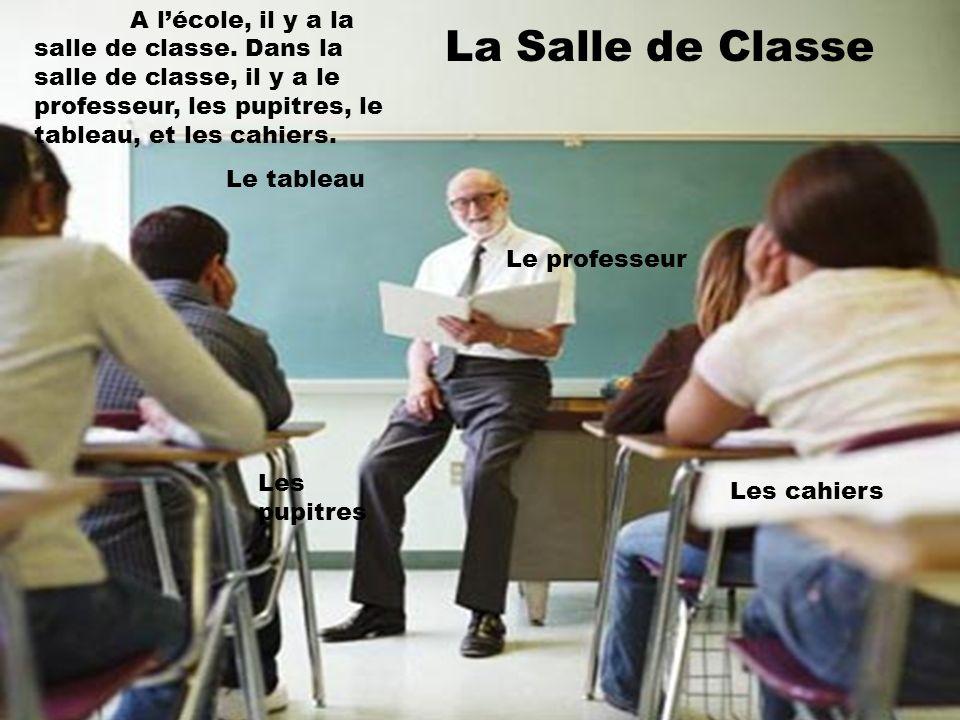 A l'école, il y a la salle de classe