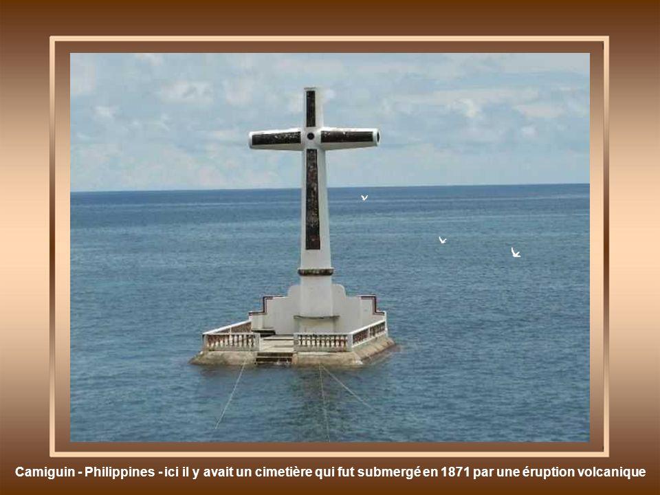 Camiguin - Philippines - ici il y avait un cimetière qui fut submergé en 1871 par une éruption volcanique