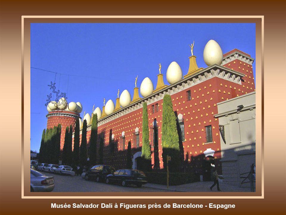 Musée Salvador Dali à Figueras près de Barcelone - Espagne