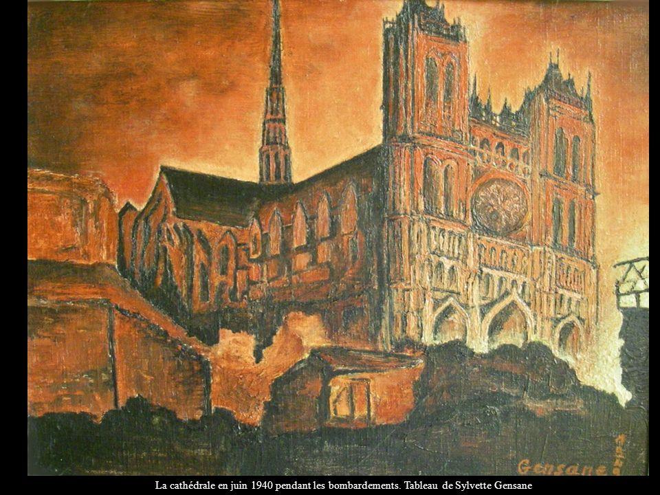 La cathédrale en juin 1940 pendant les bombardements