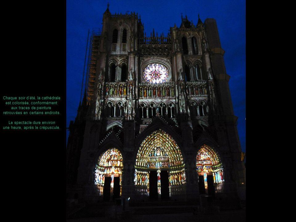 Chaque soir d'été, la cathédrale est colorisée, conformément