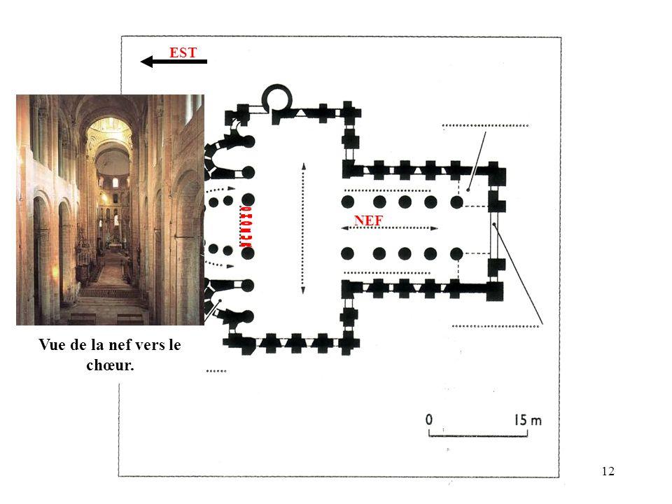 Vue de la nef vers le chœur.