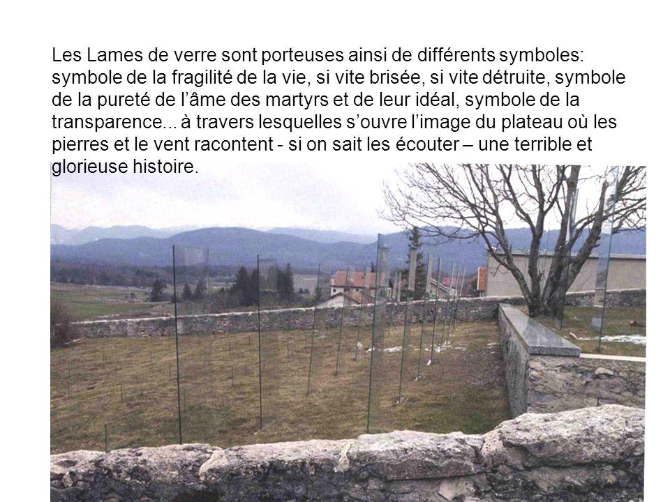 Les Lames de verre sont porteuses ainsi de différents symboles: symbole de la fragilité de la vie, si vite brisée, si vite détruite, symbole de la pureté de l'âme des martyrs et de leur idéal, symbole de la transparence...